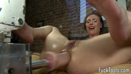 Sex machine brings a woman to the jet of Squirting